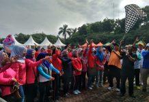 Kapolsek Endang Sukmawijaya melepas peserta jalan santai